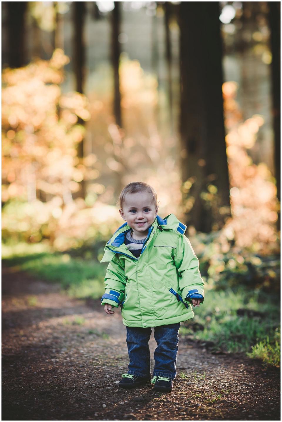 Herbst, Kind, kleiner Mann, Wald, Dreiländerpunkt, Aachen, Vaals, Astrid Ebert Fotografie