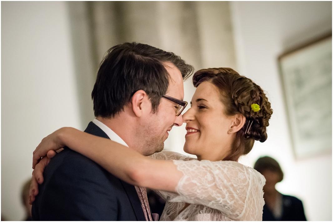 Hochzeit, Köln, historisches Rathaus, Hochzeitsfotografie, Hochzeitsfoto, Hochzeitsreportage, Liebe, Kuss