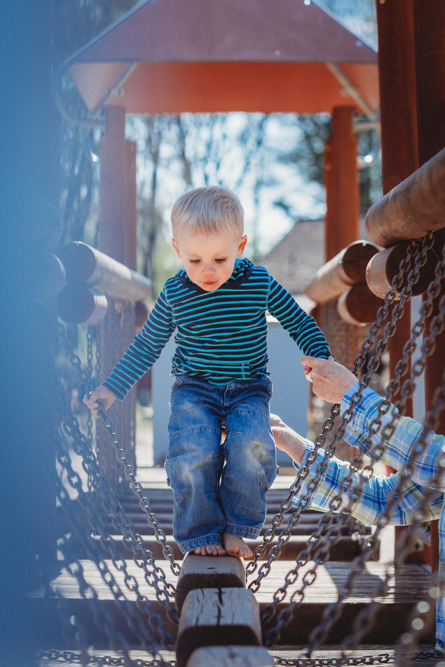 Balancieren auf dem Spielplatz