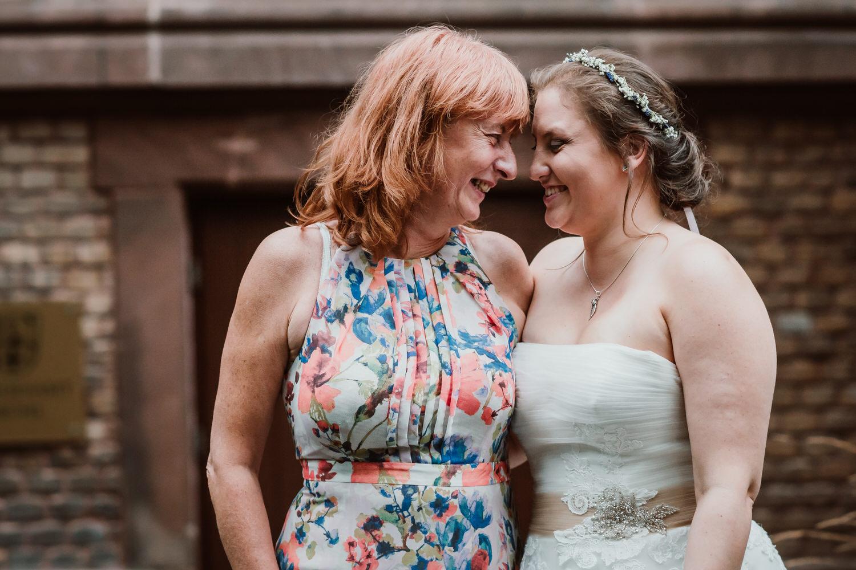 Braut mit Mutter | Hochzeitsfotograf Aachen