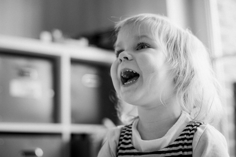 Kinderportrait in Schwarz-Weiß
