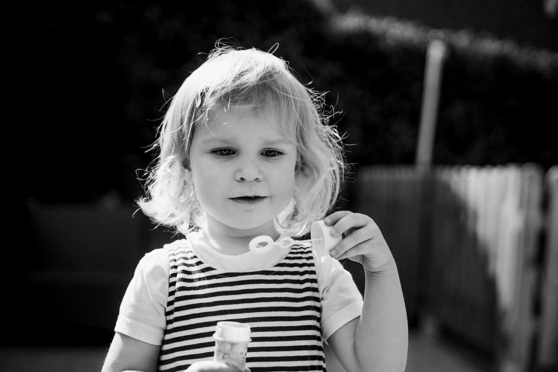 Seifenblasen und Mädchen