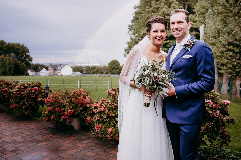 Brautpaarfoto mit Regenbogen | Hochzeitsfotografie Aachen
